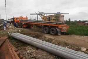 Entrega de postes  a los 5 Barrios de Orito