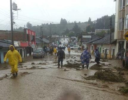La Defensa Civil Colombiana atiende a familias afectadas por inundaciones en Putumayo
