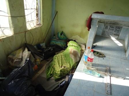 Tumbas del cementerio de Mocoa, convertidas en vivienda de consumidores de droga.