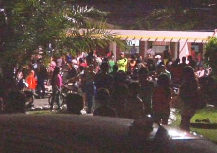 Cientos de habitantes de los barrios Noroccidentales de Mocoa se congregaron en el ITP - Foto : Duber Rosero