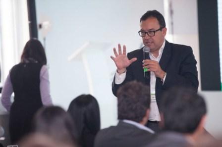 """""""El SENA es como un vehículo en el que se monta buena parte de Colombia y su destino es el empleo; no discriminamos la edad, ni la condición de las personas"""", aseguró el director Prada."""