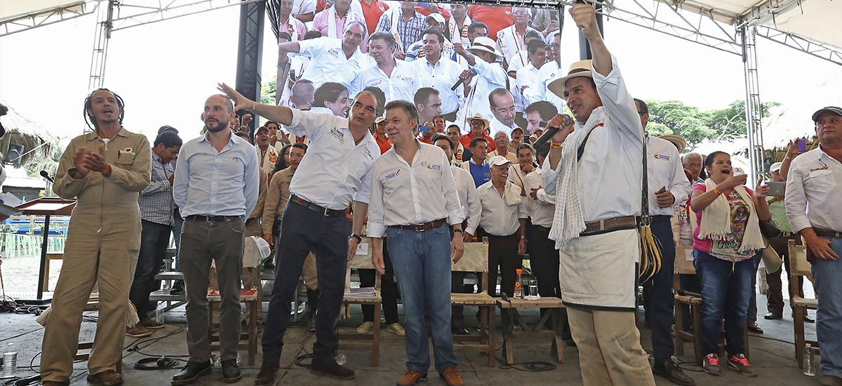 El Presidente Santos y el Ministro Iragorri expresaron que los campesinos son los primeros beneficiados del posconflicto pues con un campo en paz se crean mejores oportunidades de desarrollo.