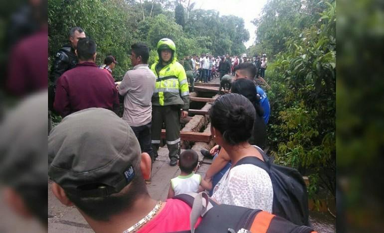 Cientos de personas afectadas por el desmonte de uno de los puentes. | Foto: Comunidades.