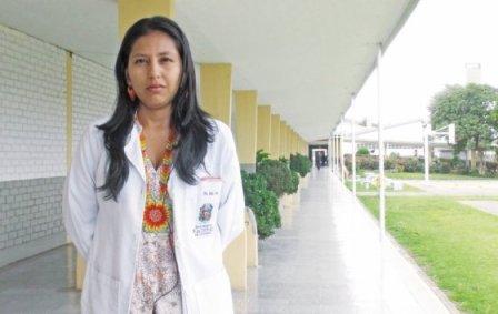 Lina Coral, del pueblo camëntsá, en el valle del Sibundoy, decidió estudiar medicina a los 16 años. / Pablo Correa