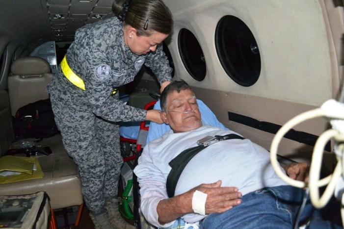 Adulto mayor fue trasladado de urgencia en dos aeronaves