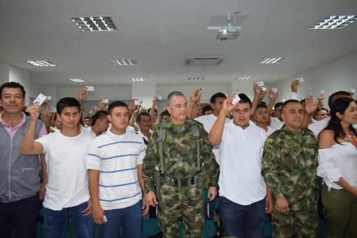 Ejército entregó 140 libretas militares a personas damnificadas por avalancha en Mocoa