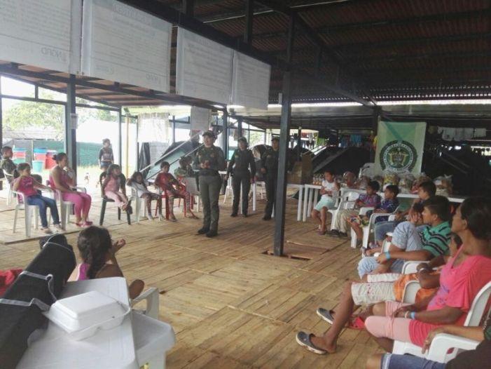 Policía Putumayo celebra el día de la familia con damnificados en albergues de Mocoa