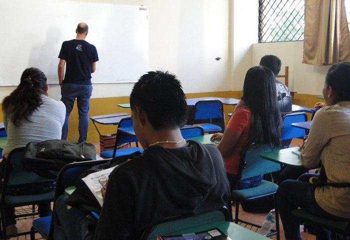 Toda una aventura: estudiar y trabajar como joven refugiada en la frontera