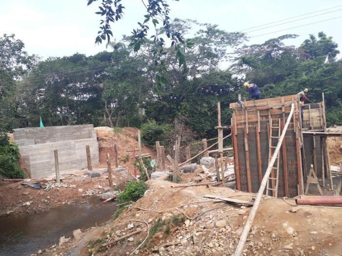 Avanzan obra del Puente Los Mangos que une Puerto Guzmán con Puerto Caicedo