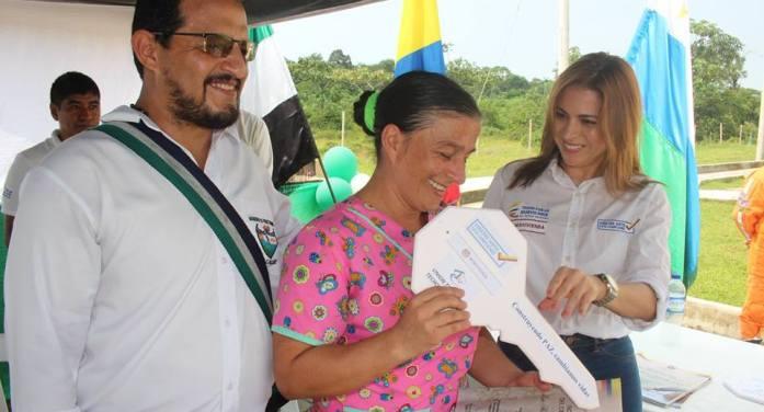 En Puerto Guzmán, 100 familias recibieron felices sus viviendas grátis