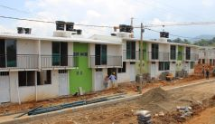 100 primeras casas en construcción