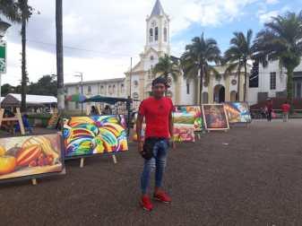 Oscar Sanda, expone sus obras en la plazoleta principal de Mocoa