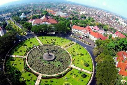 Tugu Balaikota Malang