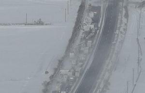 ホワイトアウトによる東北自動車用の多重玉突き事故