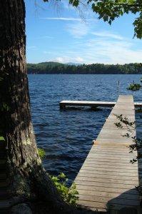 Uiminen tai veden äärellä oleminen liittyy monella suomalaisella kiinteästi saunomiseen