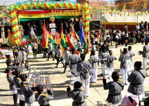 Escolares festejaron a Bolivia con desfile cívico