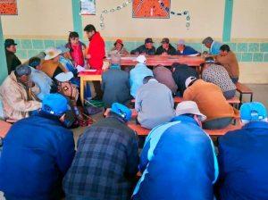 Adultos mayores aprenden a leer y escribir