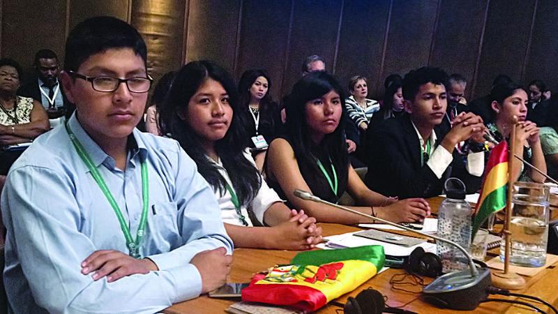Tres adolescentes bolivianos, premiados por Unicef en Chile