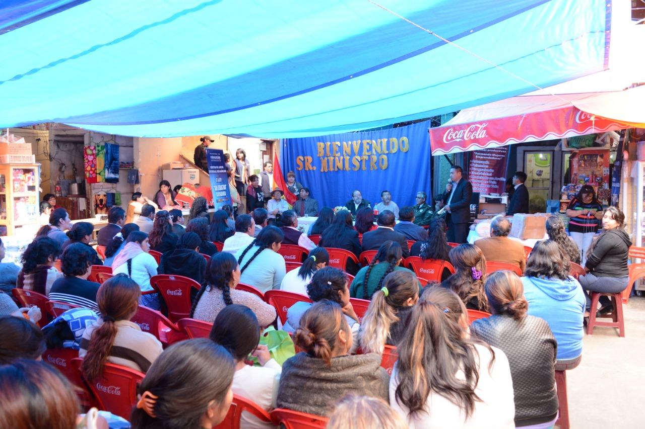 Educación entregó material al Centros de Educación Alternativa (CEA) en el penal de San Sebastián de Cochabamba