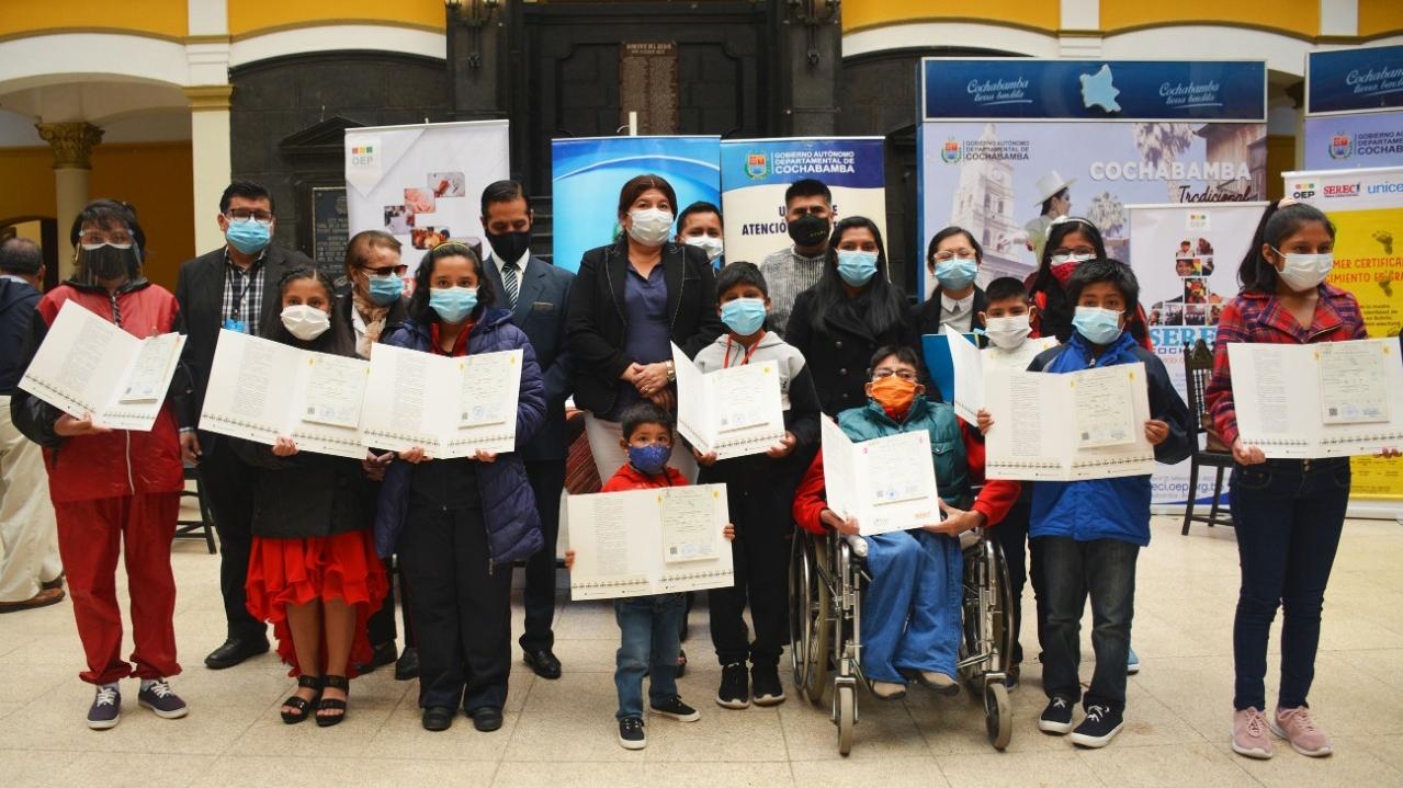 690 menores de centros de acogida de la Llajta obtienen certificados de nacimiento