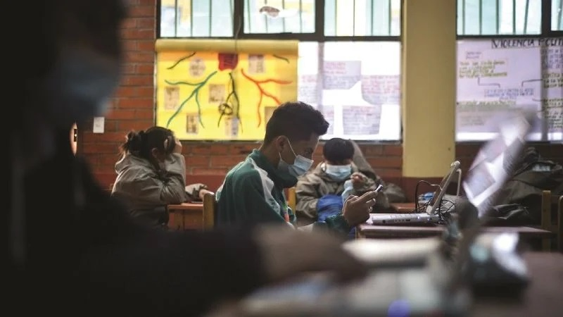 El 30% de los estudiantes reprobaron el trimestre por falta de internet y equipos