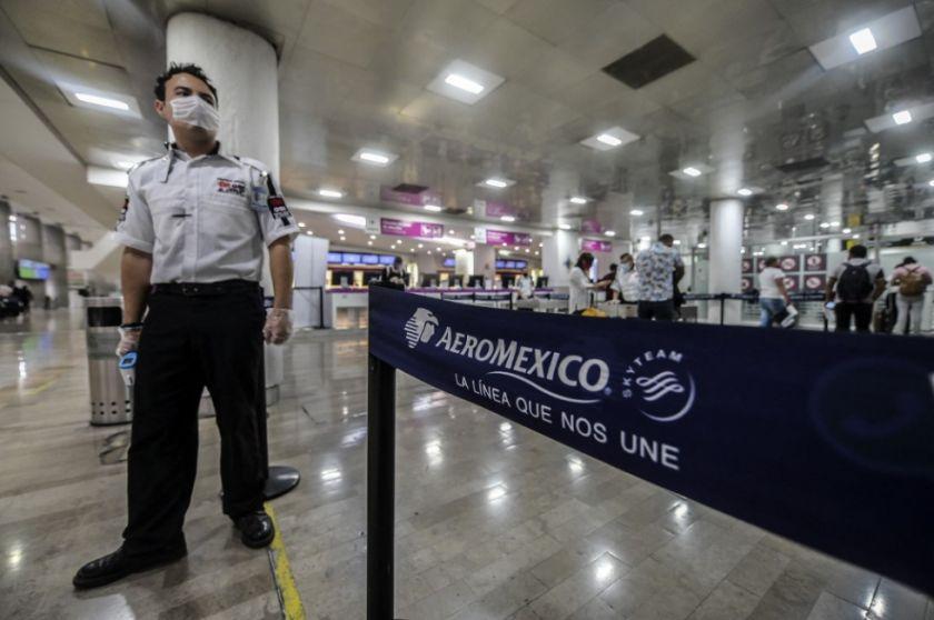 Cerca de 30 estudiantes cruceños no pueden volver de Cancún por contagios de covid-19