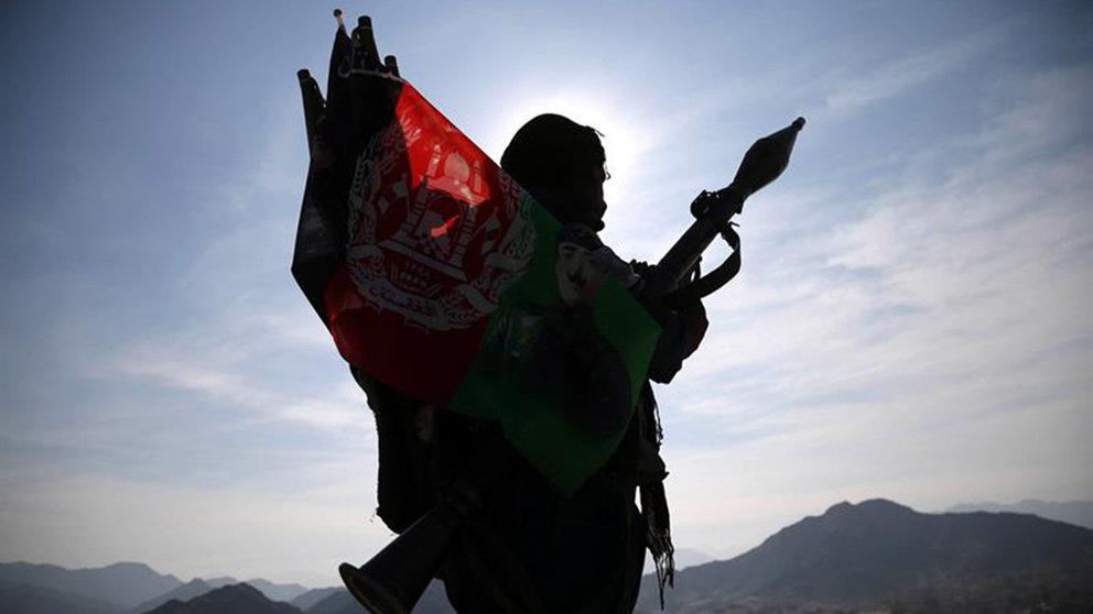 Los talibanes prometen reabrir las escuelas femeninas entre críticas