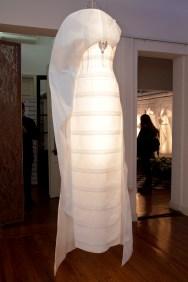 vestido_de_novia_a_partir_de_la_tecnica_del_origami_confeccionado_por_melissa_schleich_con_materiales_hunter_douglas