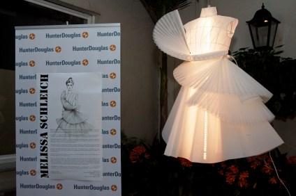 vestido_de_novia_corto_de_melissa_schleich_elaborado_a_partir_de_la_tecnica_del_origami_confeccionado_con_materiales_hunter_douglas