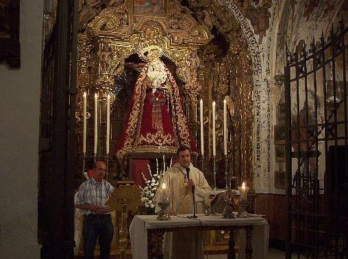 LA VIRGEN DE LOS DOLORES PRESIDE EL ALTAR MAYOR DE LA COLEGIATA