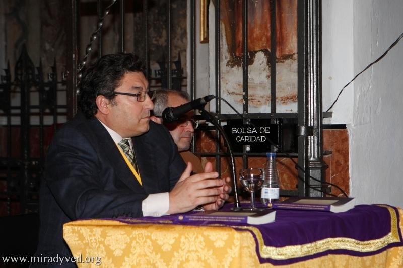 GALERÍA DE IMÁGENES DEL ACTO DE PRESENTACIÓN DEL LIBRO «ORÍGENES DE LA HERMANDAD DE NUESTRO PADRE JESÚS NAZARENO Y NUESTRA SEÑORA DE LA SOLEDAD DE LA VILLA CONDAL DE OLIVARES (1712-1757)»