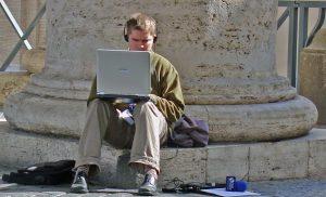 Os valores-notícia são os resquícios de um jornalismo analógico que podem ser aplicados a um jornalismo digital. Foto: SXC