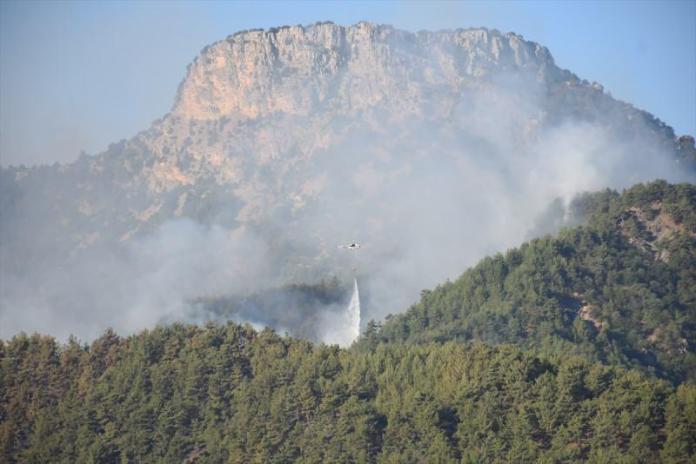 Adana'daki yangınlar da hrnüz kontrol altına alınamadı, ekipler havadan ve yerden müdahale başladı.