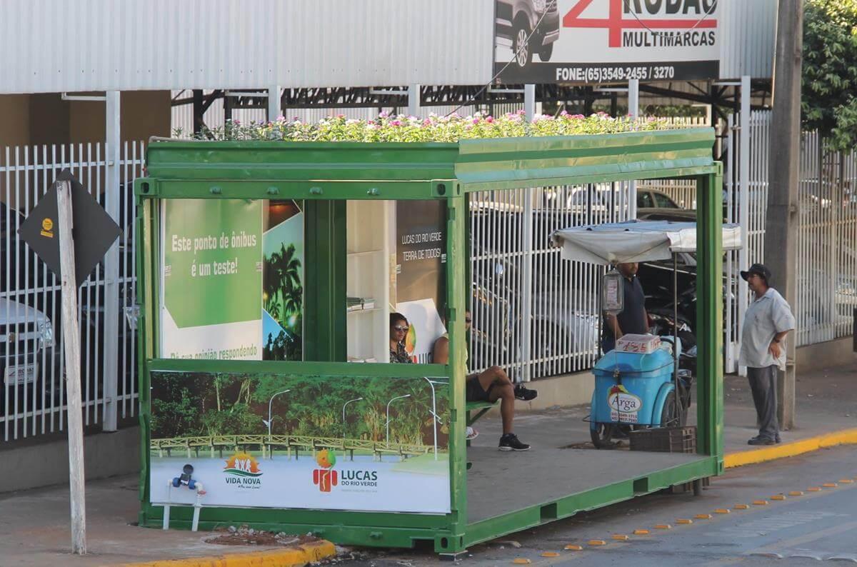 Ponto de ônibus feito com container em Lucas do Rio Verde
