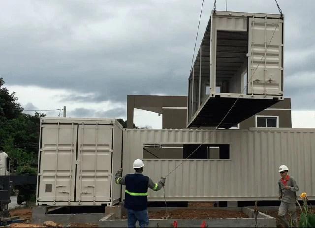 Casa Container sendo montada