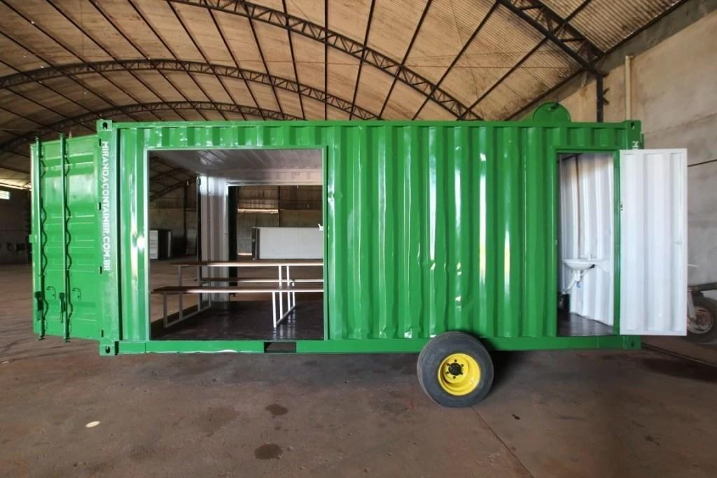 refeitorio com banheiro em container
