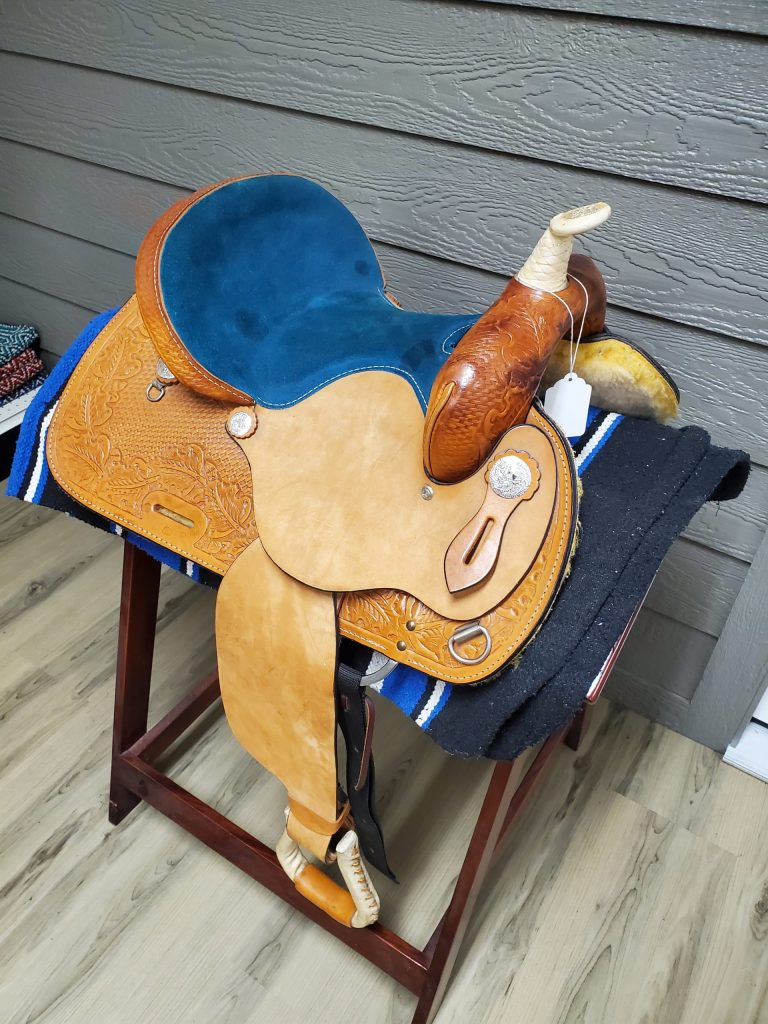Very Beautiful 15 inch Barrel Saddle  Front Side view for sale