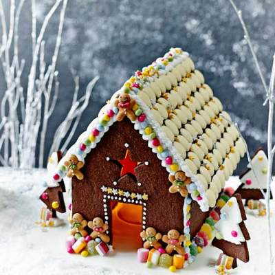 Chocolate Christmas House – Sainsbury's Magazine