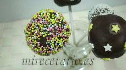 Detalle de los cake-pops decorados con sprinkles