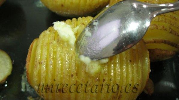Untar bien con la mezcla de mantequilla y limón y a gratinar.
