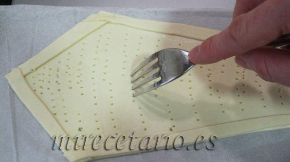 Cubrir el contorno con tiras delgadas y pinchar la superficie.