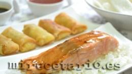 Arroz japonés y salmón en salsa teriyaki