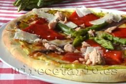 Pizza de espárragos verdes