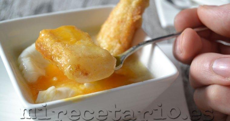 Espárragos fritos con huevo poché en su salsa