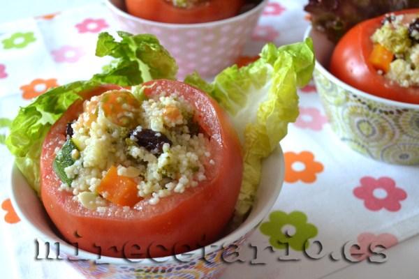 Tomates rellenos de cuscus de verduras al vapor