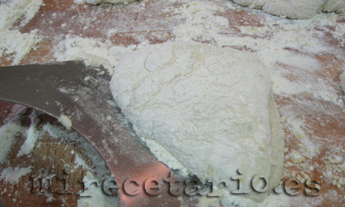 Mucha harina y rasqueta afilada