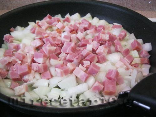Pochar la cebolla y el bacon