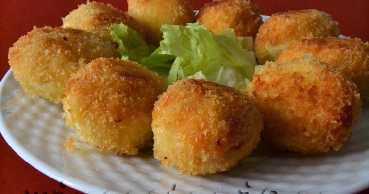 Huevos rellenos de croquetas de pollo asado