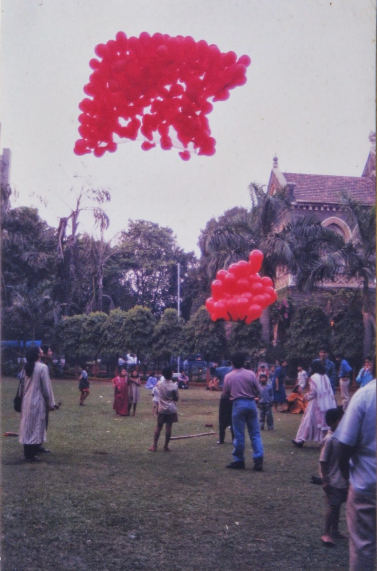 Installation 1. - Title : Kite : life Helium Balloons 3mt x3mt in the air Time specific installation for 6 hours, 1999