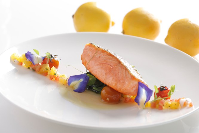Mirèio Grilled salmon, spinach, virgin sauce 02_5R
